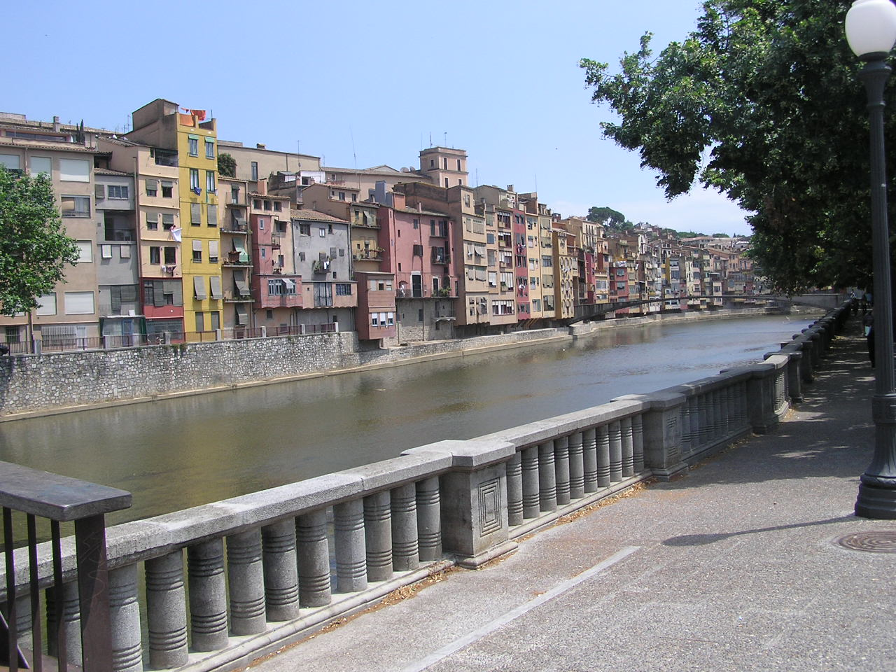 Girona_river-street